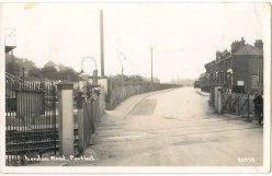 London Road Purfleet, the crossing